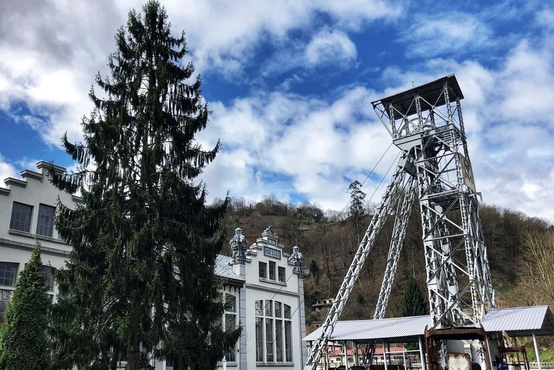 La minería asturiana: Generadora de riesgos profesionales. Reflexiones sobre algunas actuaciones en los años noventa.